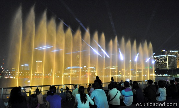 waterfountainsingapore thumb Light and Water Show at Marina Bay Sands