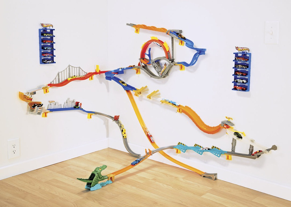 Hot wheels wall tracks giveaway ed for Hot wheels wall tracks template