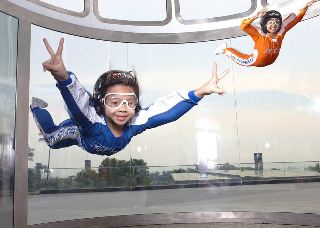 iFly Singapore is one of the world's largest indoor skydiving wind tunnel facilities at feet wide and feet tall. The tunnel is located in Sentosa, next to Beach Station.