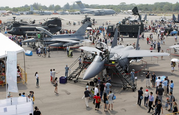 airplanes display thumb Singapore Air Show with the RSAF family day