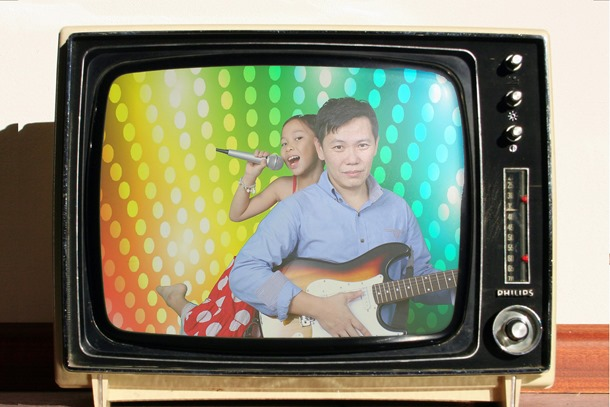 oldtv thumb Giveaway: Family Portraits at Studio Me