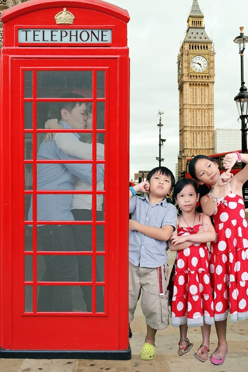 phonebooth thumb Giveaway: Family Portraits at Studio Me